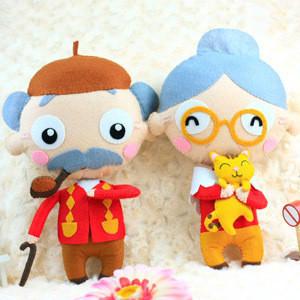 不织布类型有:卡通玩偶,挂件,卡包,手机套等.   :玩趣性、艺